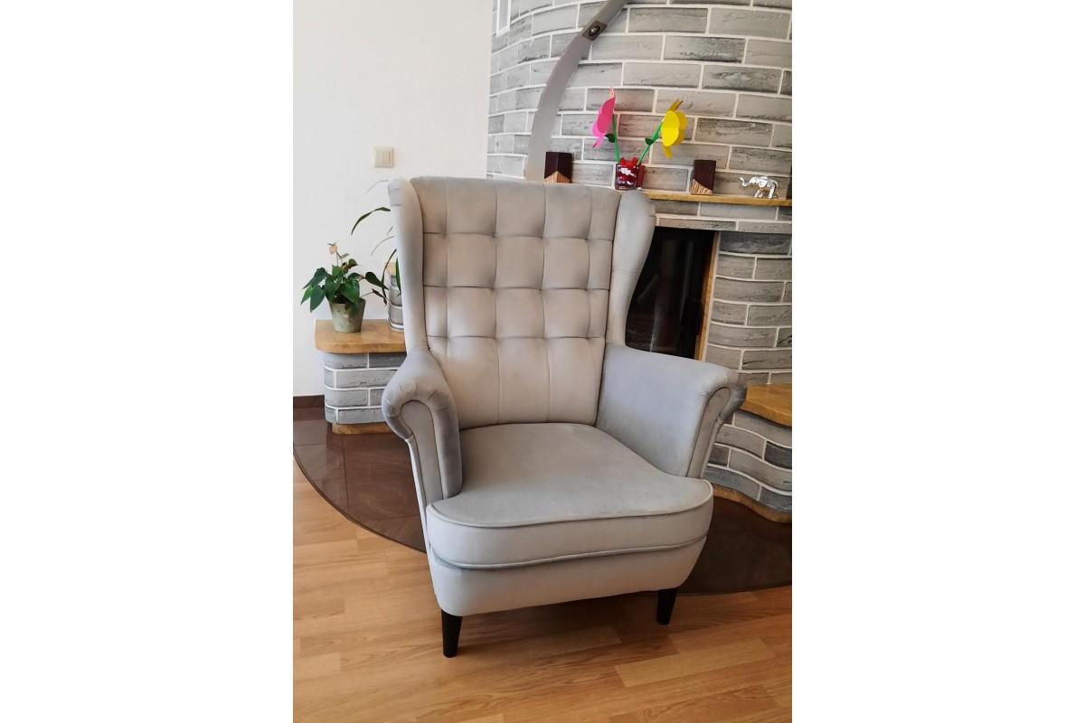 Fotel z pikowaniem w kratkę